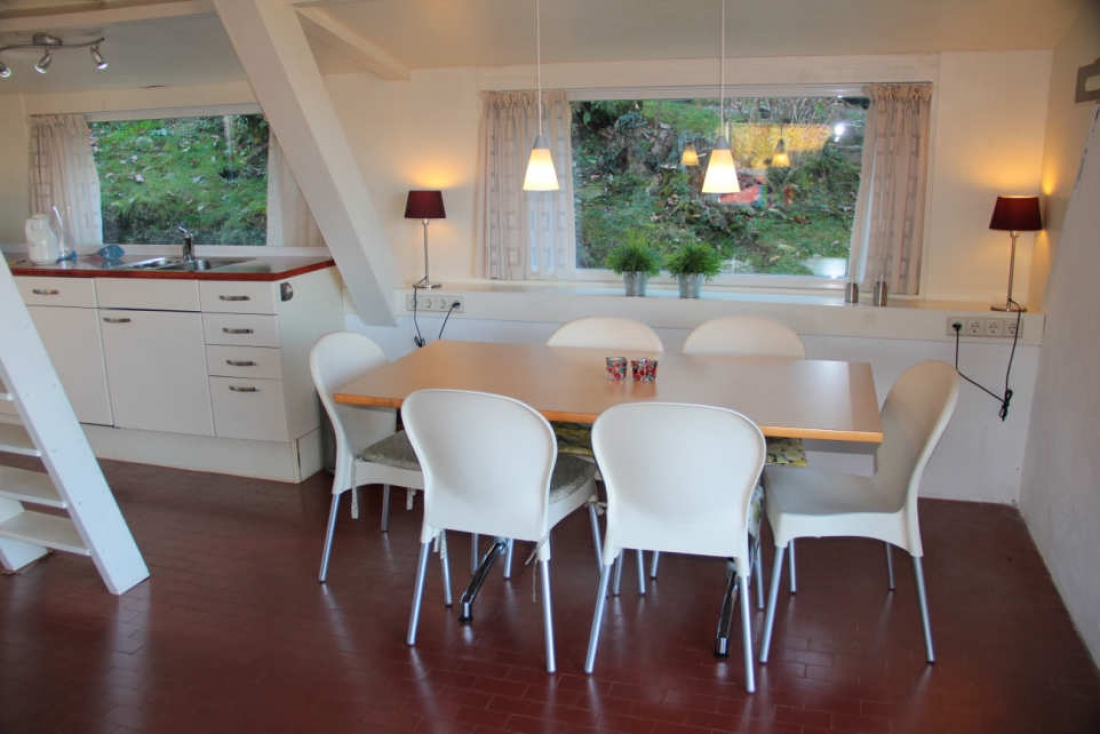 chalet haus im verkauf in brezzo di bedero f r. Black Bedroom Furniture Sets. Home Design Ideas