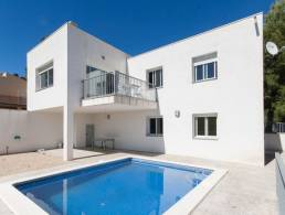 Modern 4-bed Villa in Planes del Rei with superb views,