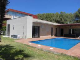 Modern Villa with Pool 5 minutes from the beach in Tarragona,