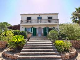 Picture Country House with large land, extra building, stables and pool near Palma and Golf Court, Baleares