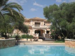 Finca with 2 sep. guest apartments in Llucmajor,
