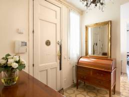 Picture 3 bedroom apartment in a classic building in Sant Antoni, Barcelona