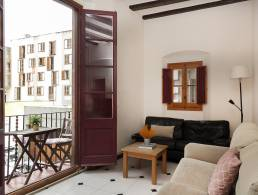 Picture Apartment with balcony and view right at the Santa Caterina Square, Barcelona