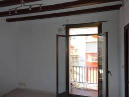 Picture Apartment to renovate in Sants, Barcelona